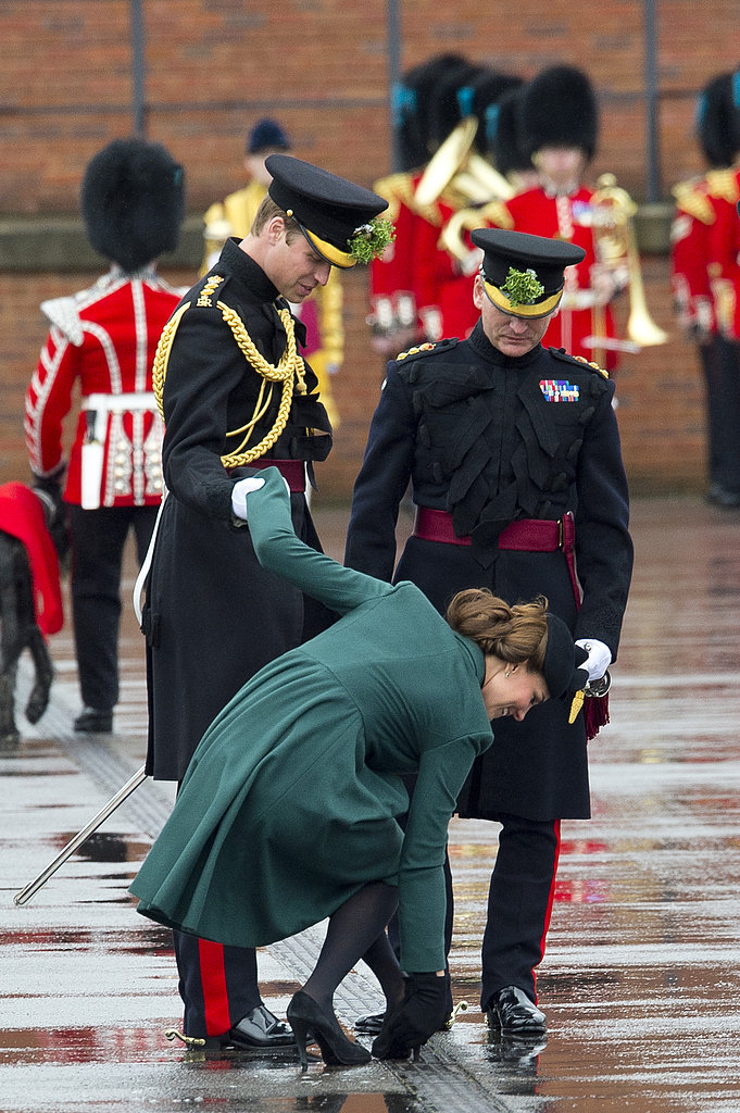 Kate Middleton leaned on Prince William to un-wedge her heel from a grate.