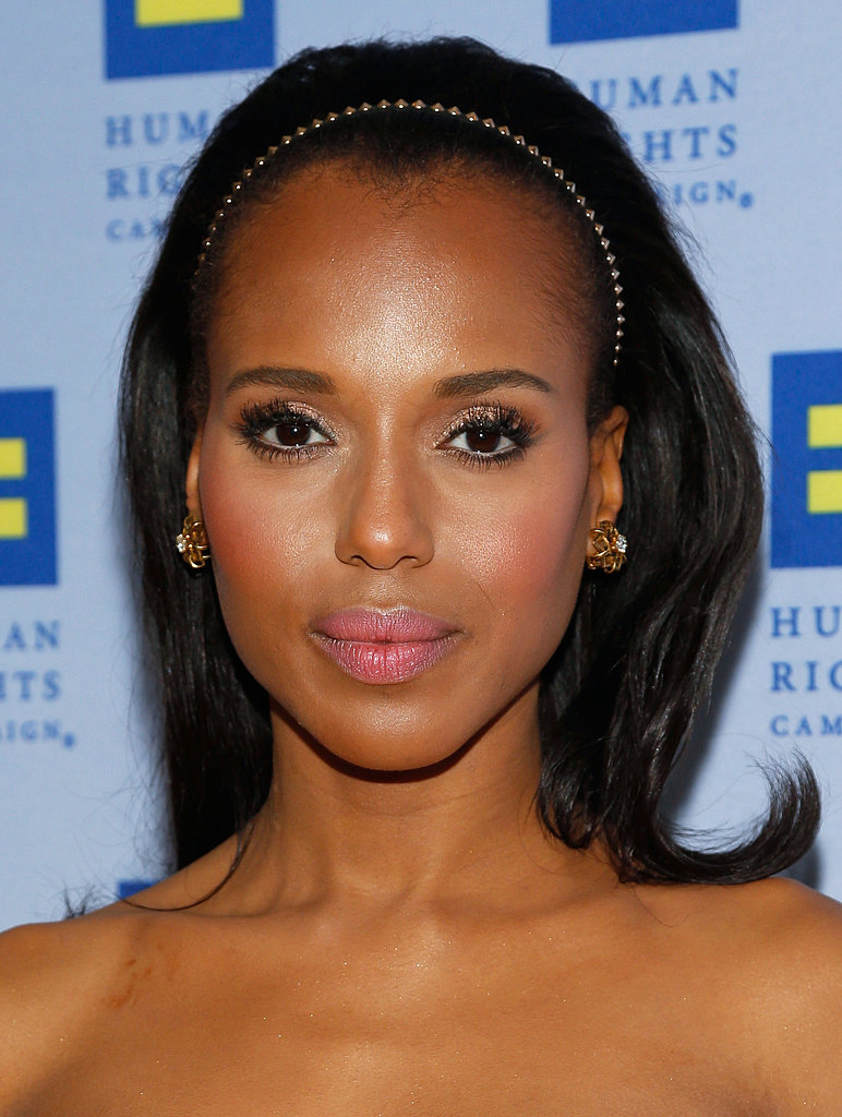 Kerry Washington showed off her feminine flair at the Human Rights Campaign Gala Dinner in LA with sparkling gold shadow, flirty lashes, and pink lips and cheeks. She topped off the look with a simple metallic headband.