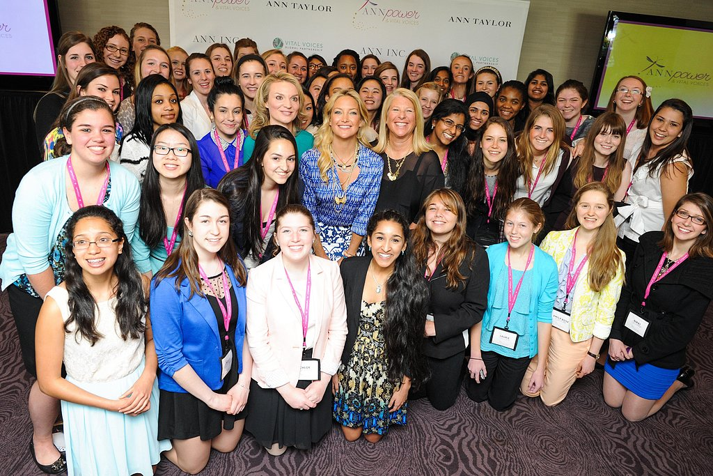 Kate Hudson posed with the ANNpower fellows in Washington DC on Tuesday.  Source: Carly Otness/BFAnyc.com