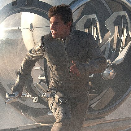 Tom Cruise in Oblivion Pictures