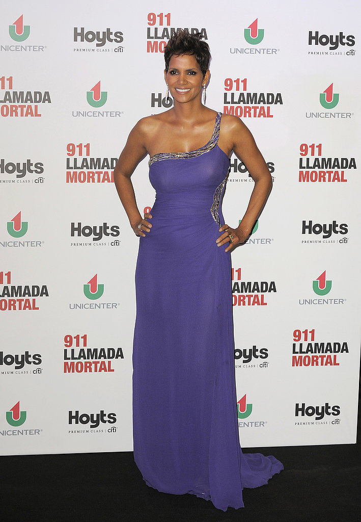 Halle Berry showed off her baby bump at the premiere of The Call in Buenos Aires.