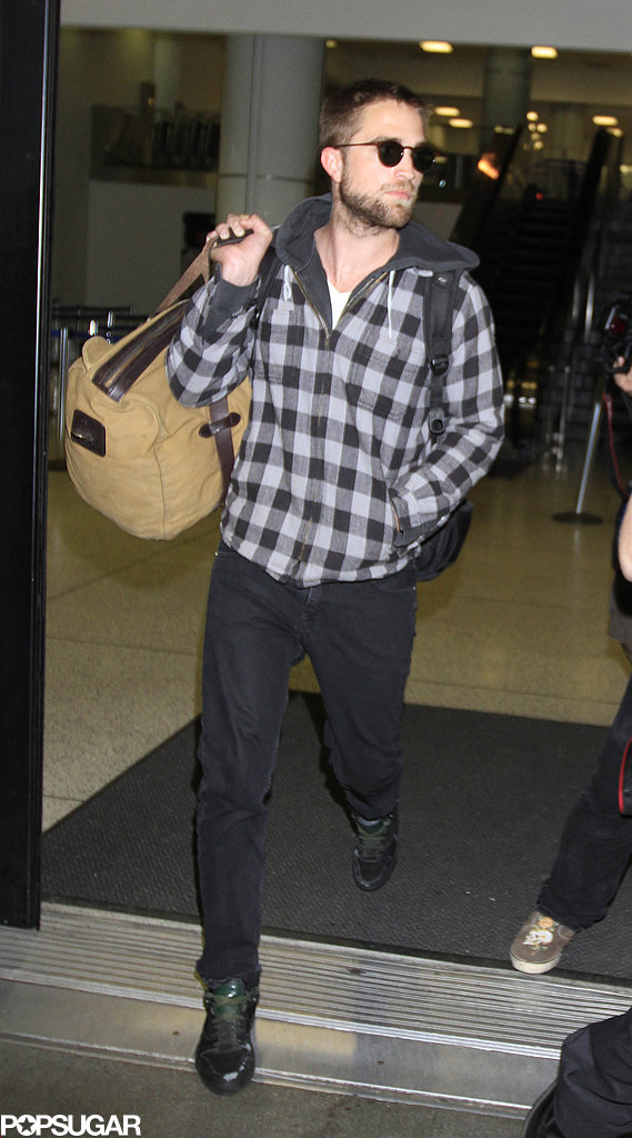 Robert Pattinson landed in LAX.