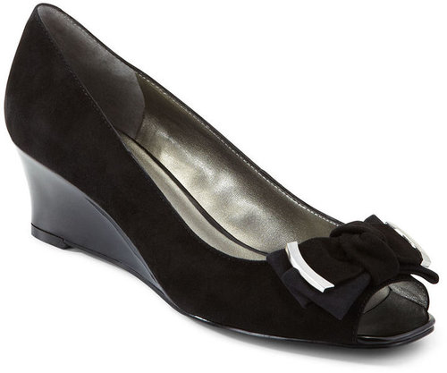 Bandolino Shoes, Goldco Wedges