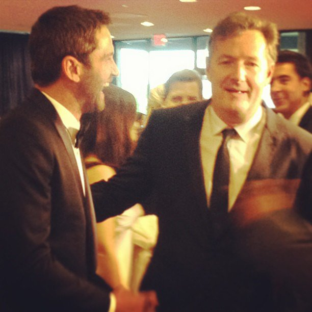 "Gerard Butler laughed with his ""man date"" Piers Morgan on the White House Correspondents' Dinner red carpet."