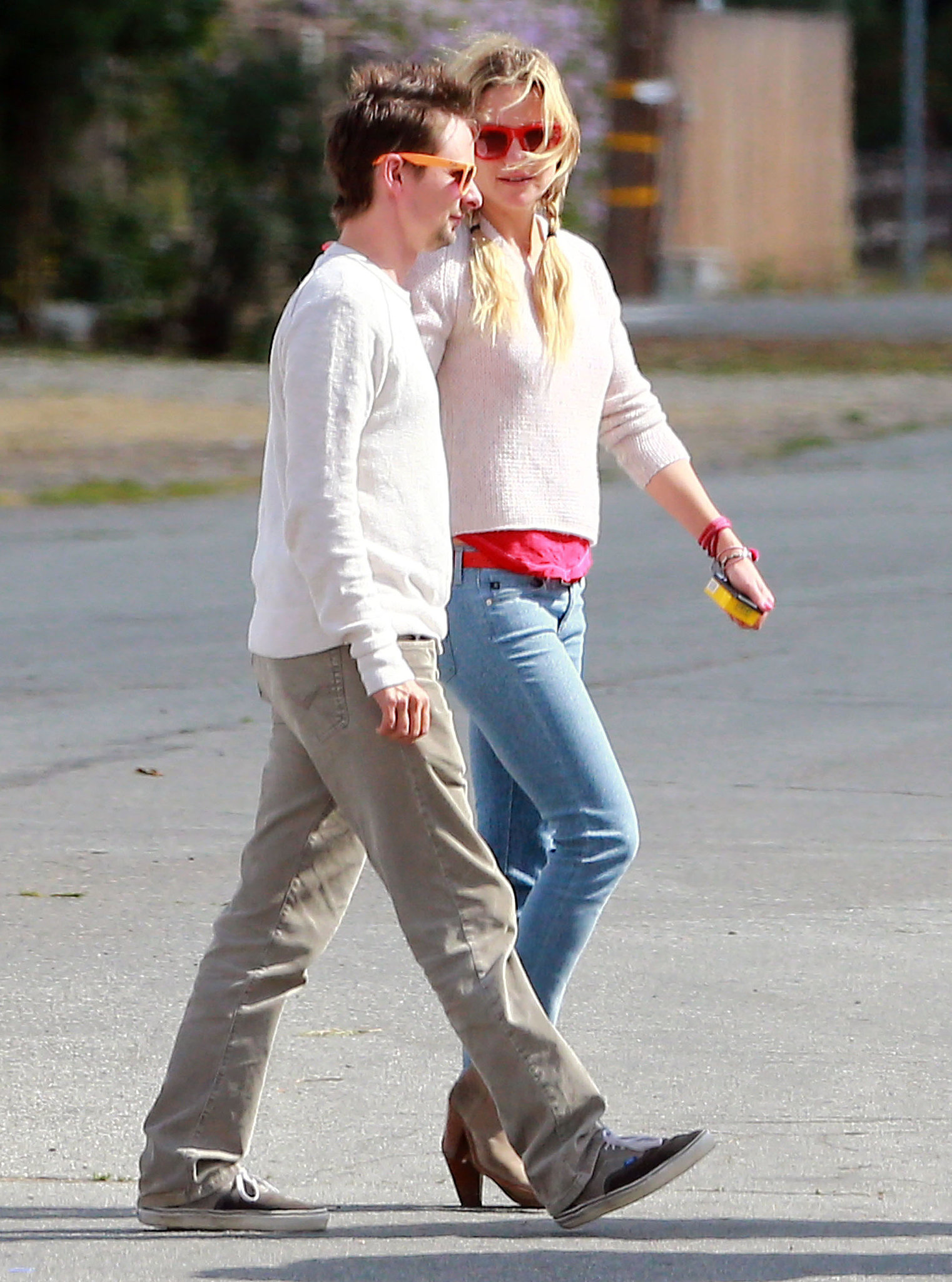 Kate Hudson Takes Her Guys Wine Tasting