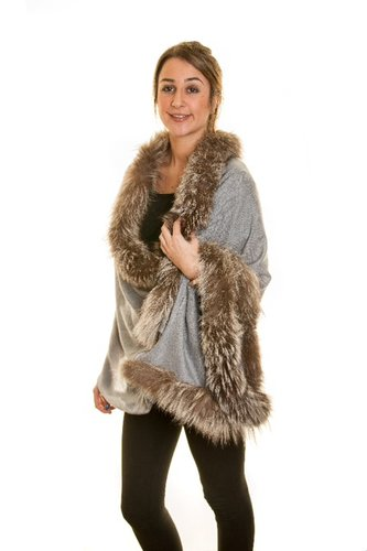 Fine-Pashmina Shawl With Trimmed Silver Fox Fur in Natural Tone
