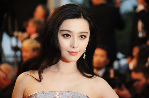 Extreme lashes and a touch of high-shine gloss complemented Fan Bingbing's porcelain complexion.