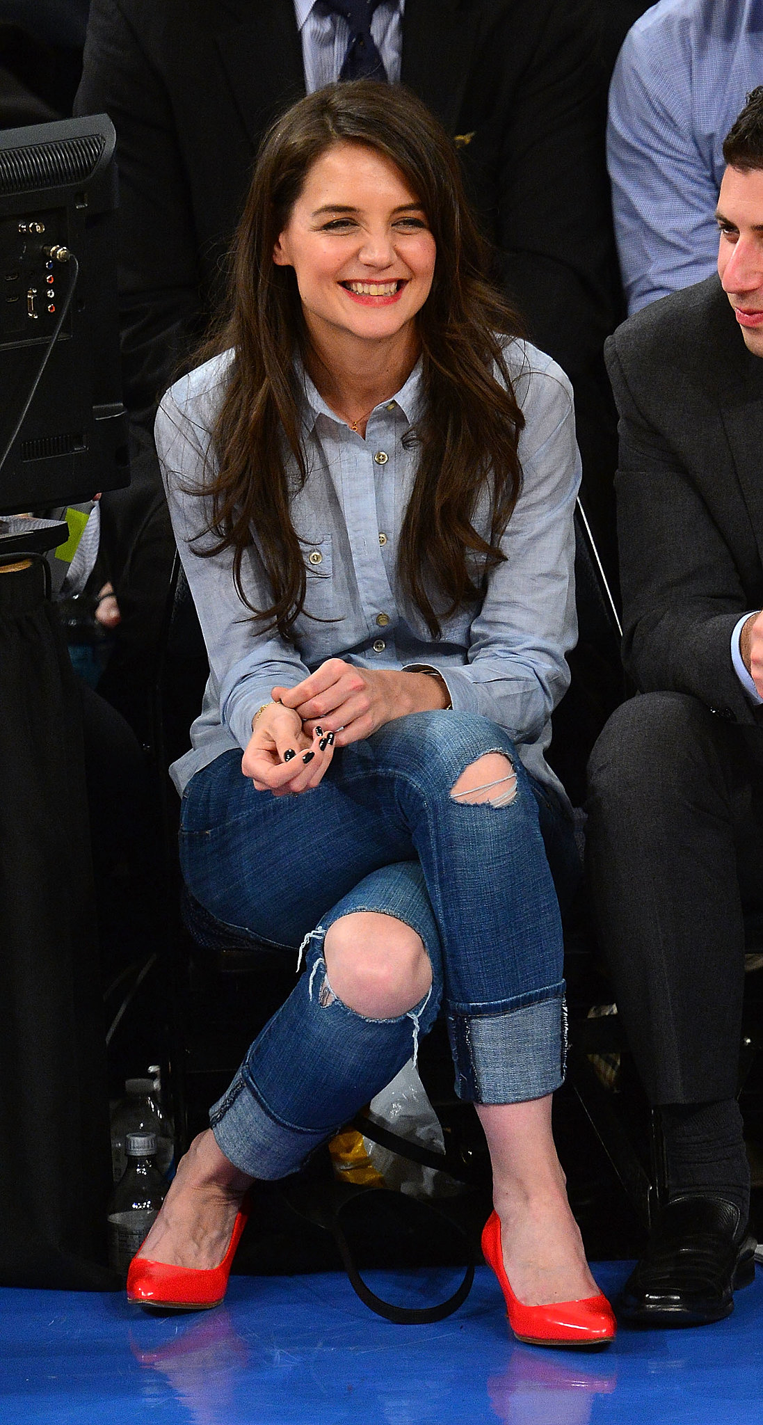 Katie Holmes's double-denim outfit and bright pumps were a fun, fresh addition to the front row at a February NY Knicks game.