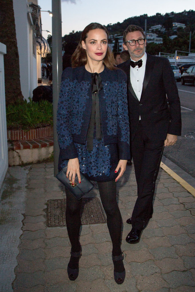 Before heading into the Vanity Fair and Chanel dinner party, Bérénice Bejo showed off a navy embellished Louis Vuitton skirt suit and black add-ons.