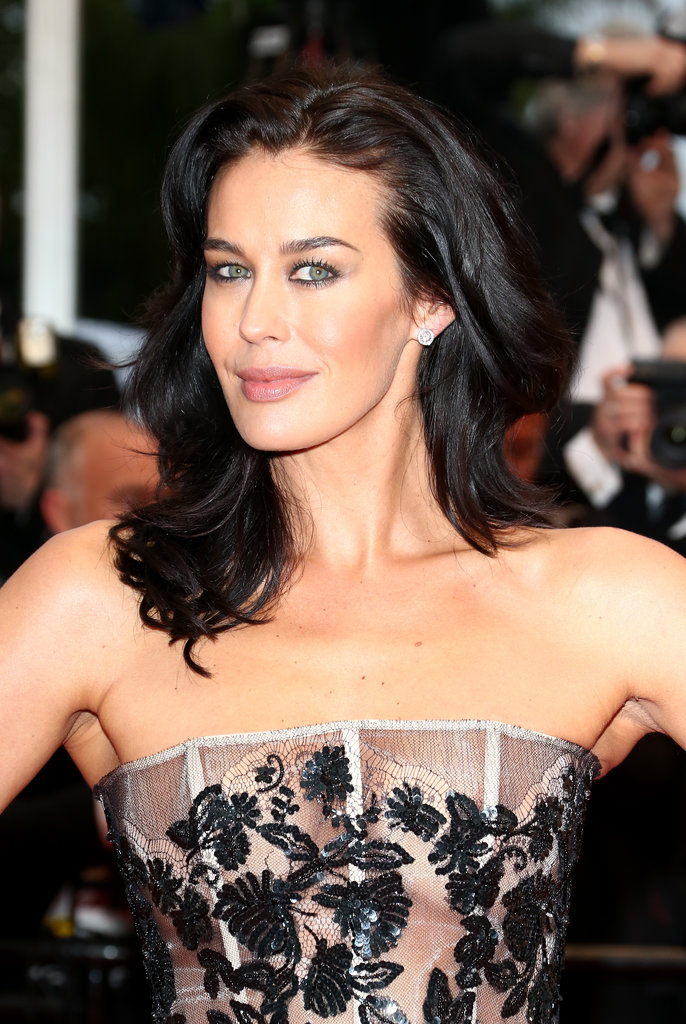Aussie gal Megan Gale showed them how it's done with her glossy ebony hair and perfectly lined eyes.