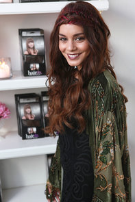 Vanessa-Hudgens-nailed-ultimate-cool-girl-look-her-flat