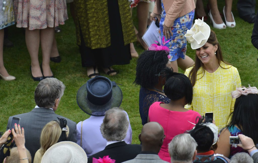 Kate spoke with the guests of the queen.