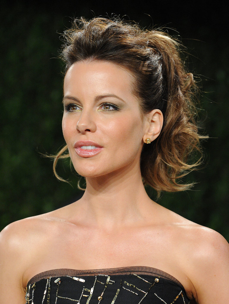 At the Vanity Fair Oscar party, Kate Beckinsale pulled her bangs back into a miniature pompadour with a voluminous ponytail.
