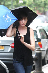 Anne Hathaway Dyes Hair Back to Brown