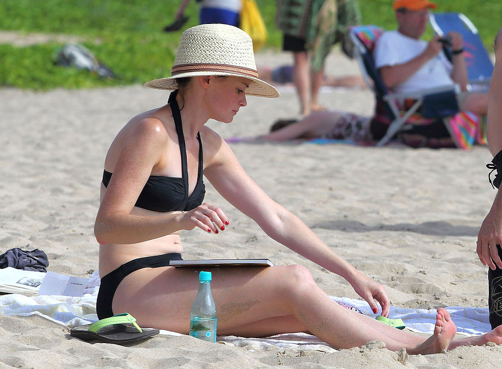 Alexis Bledel wore a black bikini in Hawaii.