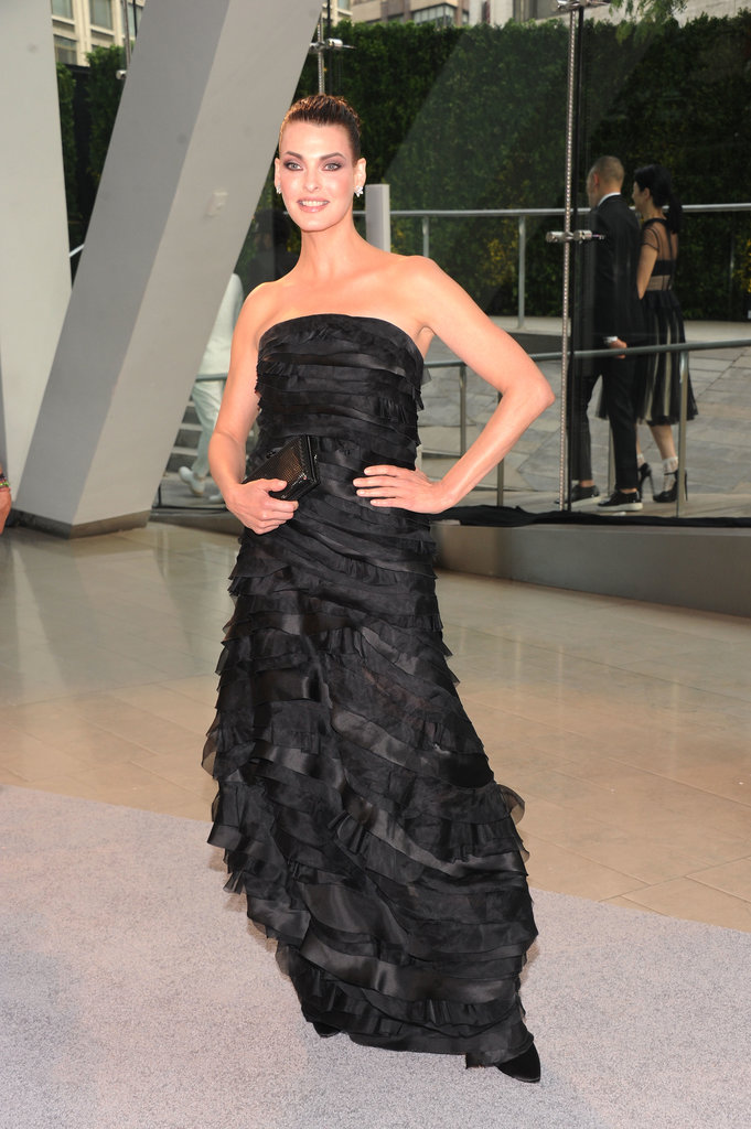 Linda Evangelista went for classic glamour in this tiered strapless black gown.