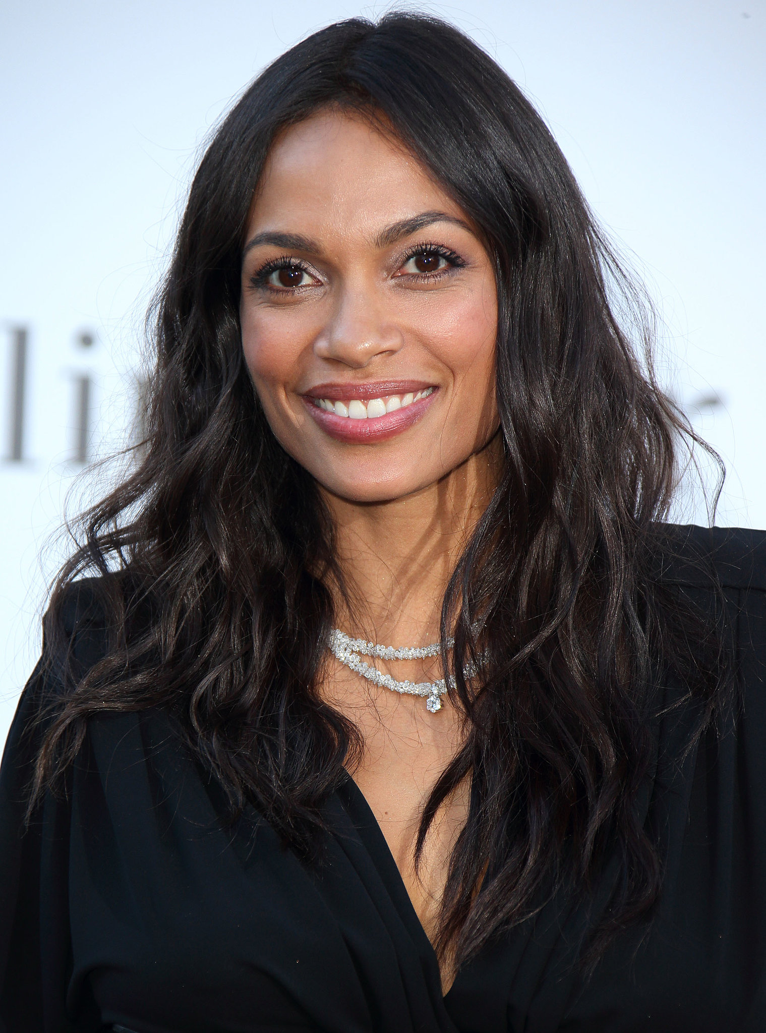 Rosario Dawson kept her otherwise polished look cute and casual with beach waves.