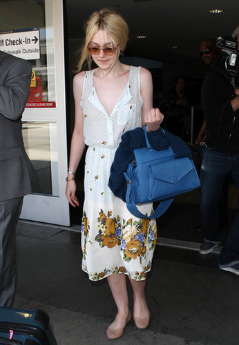 Dakota Fanning didn't let a little traveling stop her from wearing a gorgeous printed dress and a statement bag. You shouldn't either.