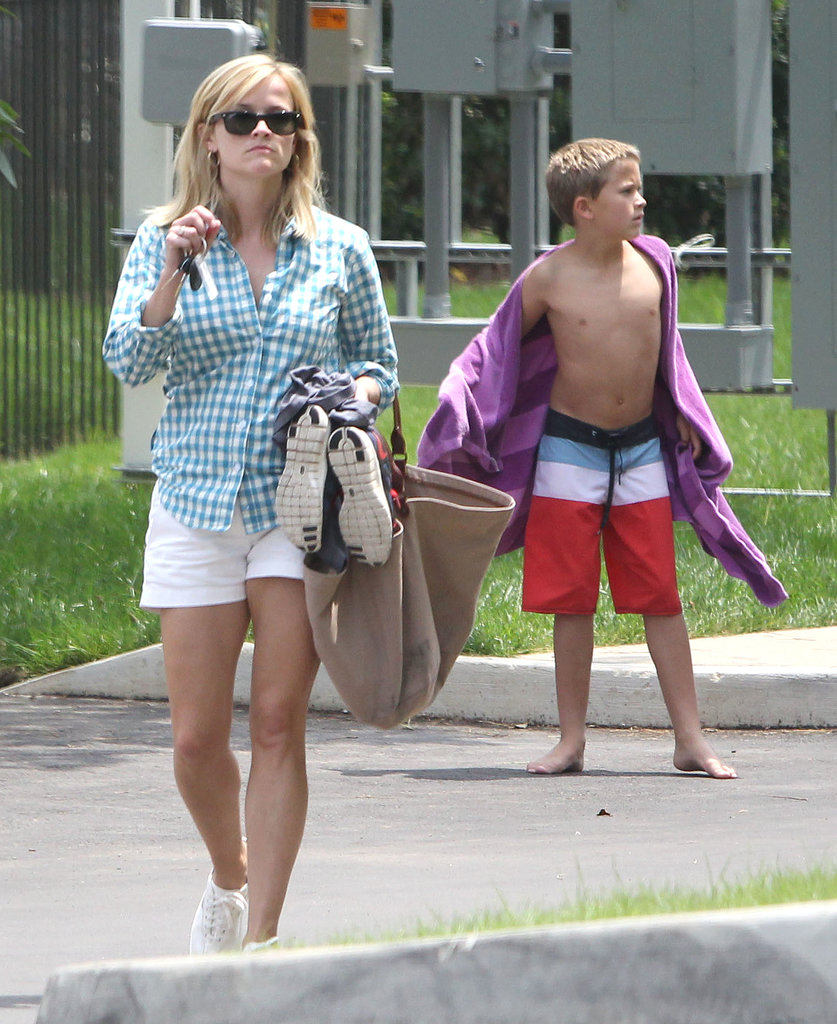 Reese Witherspoon Makes a Splash With Deacon in Her Hometown