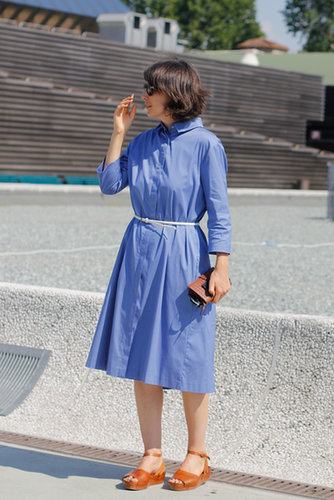 This showgoer kept it casual in a perfect Summer shirtdress and sandals.