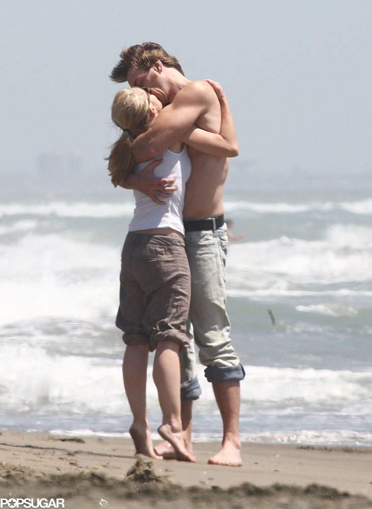 Kristen Bell and Dax Shepard were all arms in on the beach in Rome in June 2008.