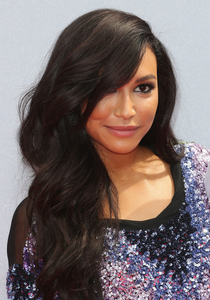 Naya Rivera wore her thick hair thrown over one shoulder, while the highlight of her makeup look was inky eyeliner paired with stiletto lashes.