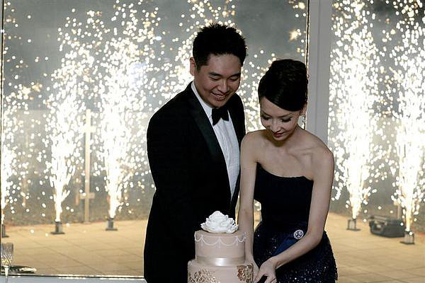 At this romantic Australian wedding the couple was surrounded by ground fireworks during the cake-cutting ceremony. Photo by SugarLove Weddings via Style Me Pretty