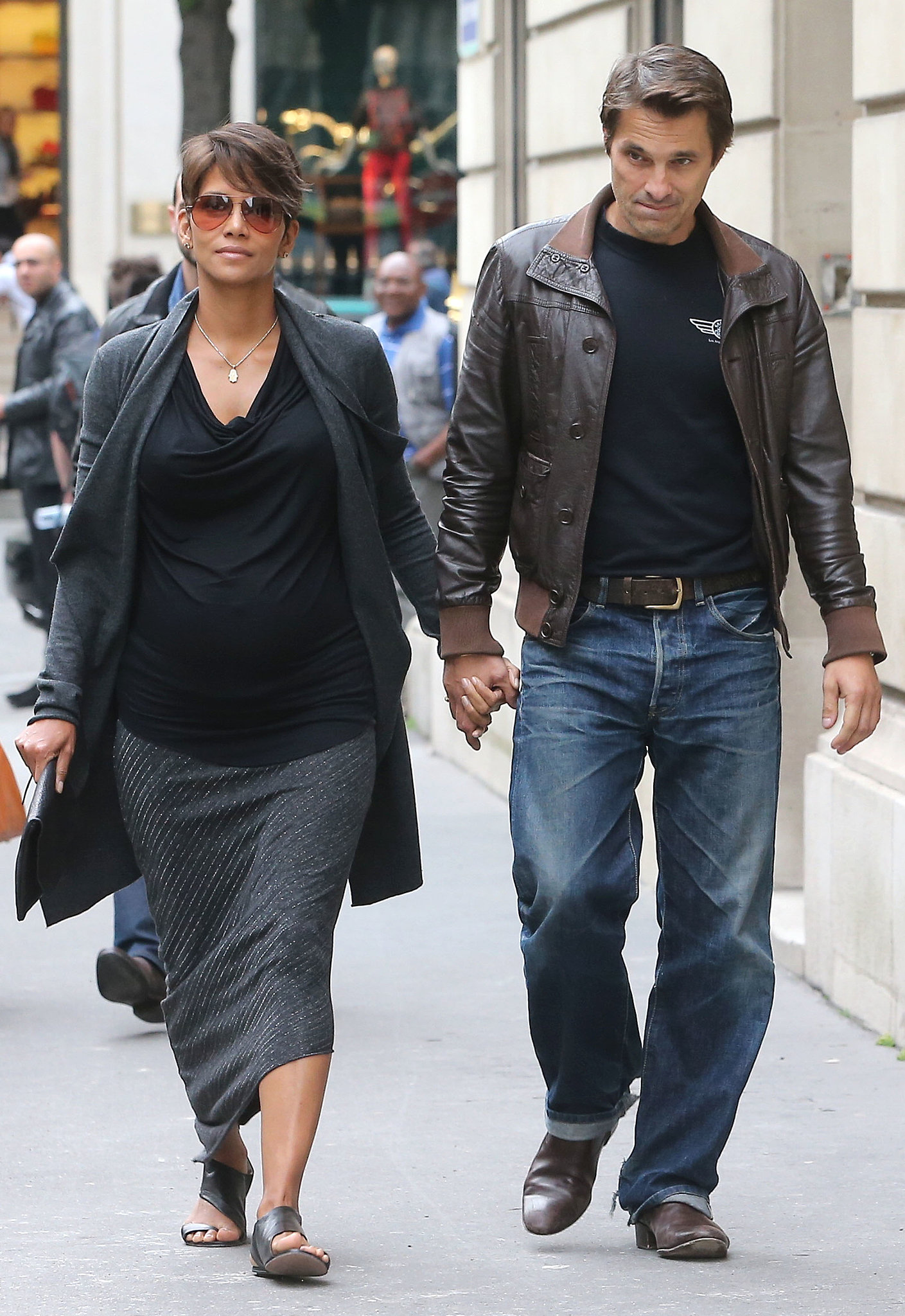 During a romantic stroll with beau Olivier Martinez in Paris, Halle layered up in a black draped top, an asymmetrical striped skirt, and a gray cardigan. Her monochromatic tone was subtle yet stylish.