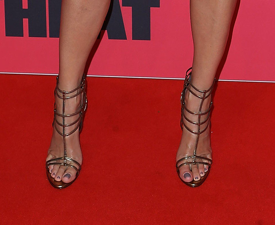 Sandra's caged heels complemented her tan perfectly too.