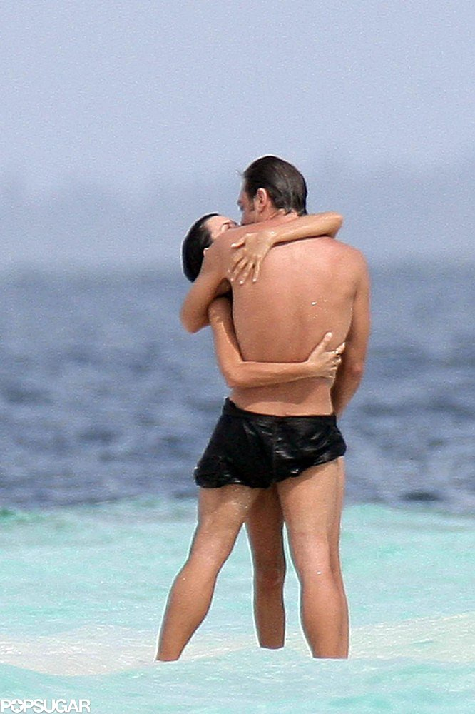 In October 2007, the couple shared an ocean embrace in the Maldives.