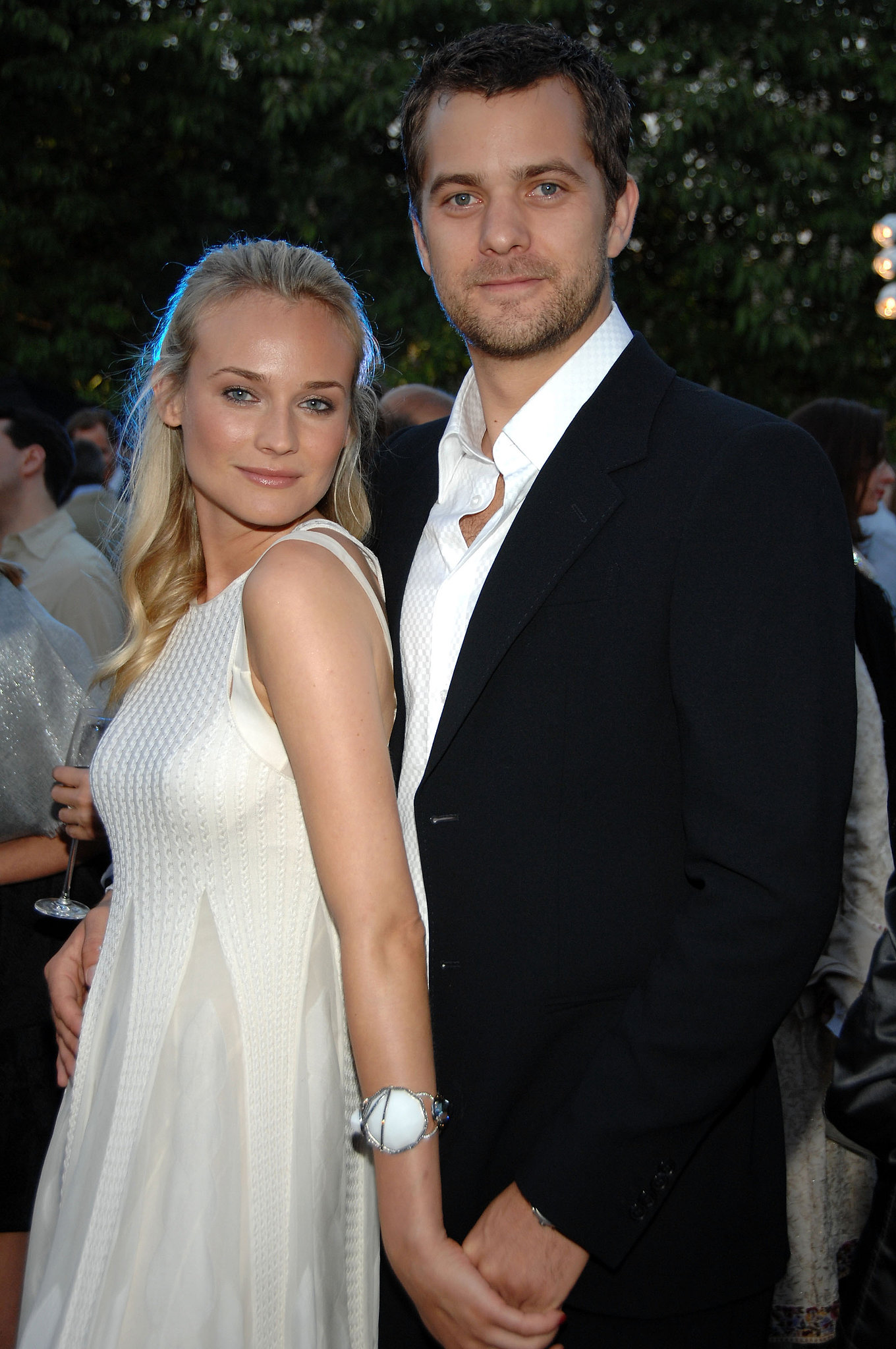diane kruger got close with joshua jackson at a summer party for the birthday girl diane. Black Bedroom Furniture Sets. Home Design Ideas