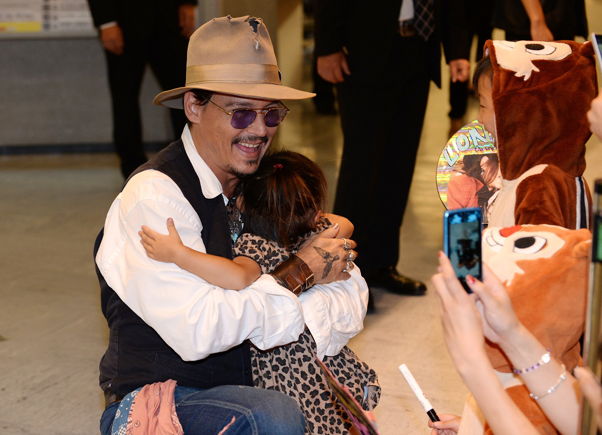 Johnny Depp hugged a young Japanese fan.