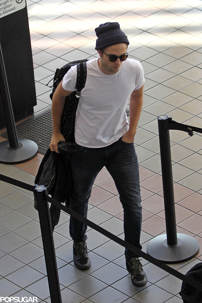 Robert Pattinson arrived at LAX to catch a flight.