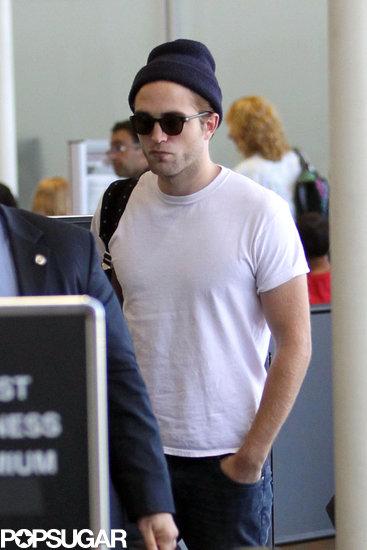 celebrityRobert-Pattinson-LAX-Pictures