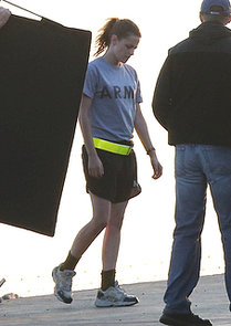 Kristen-Stewart-wore-Army-t-shirt-while-filming-Camp-X-Ray-LA
