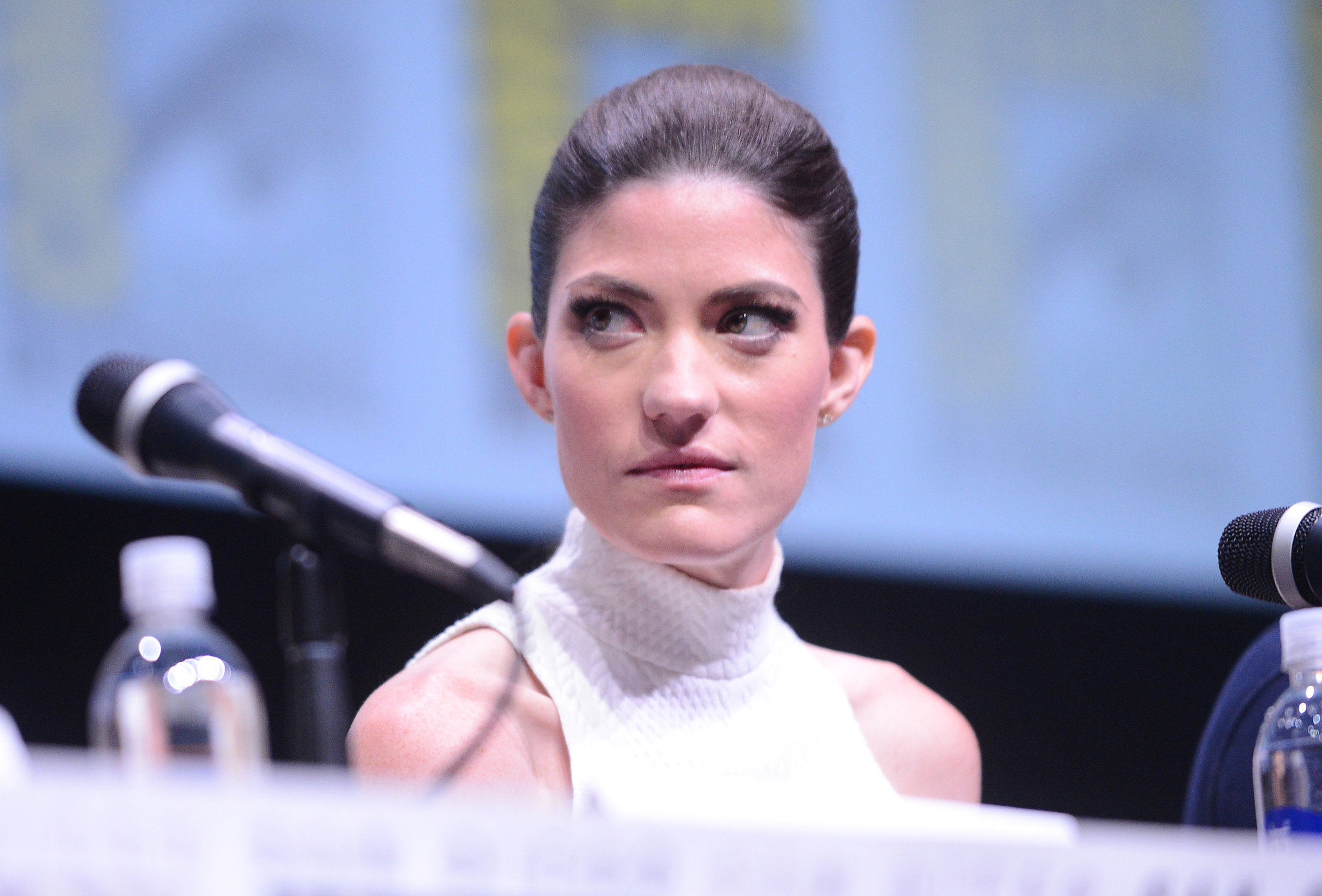 At the Dexter panel, Jennifer Carpenter opted for a simple, slicked-back ponytail.