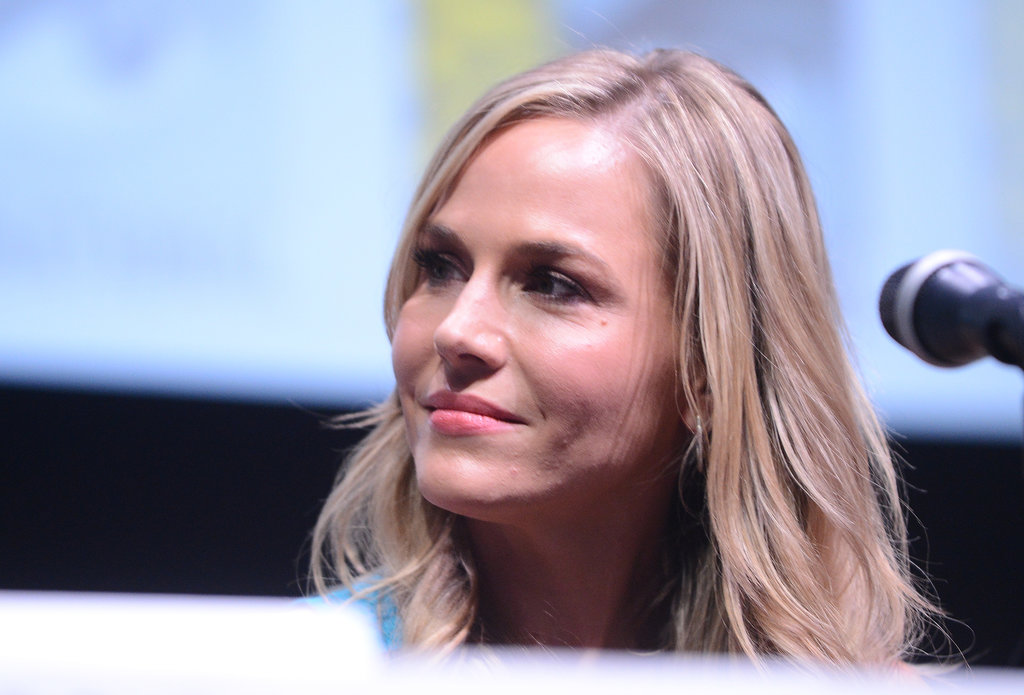 Julie Benz was also present at the Dexter panel, sporting a simple pink lip hue and relaxed waves.