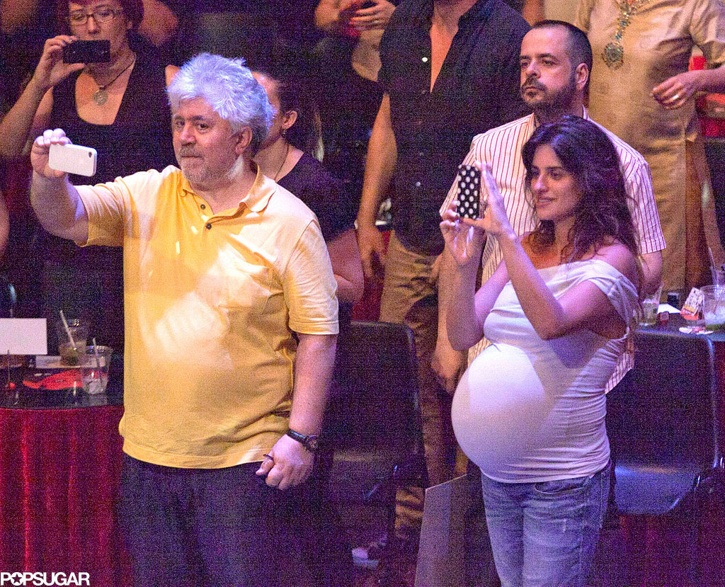 Penélope Cruz took photos of Javier Bardem as he performed on stage.