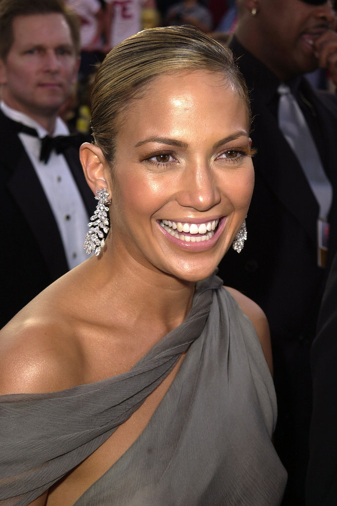 At the 2001 Academy Awards, Jennifer had then-boyfriend Cris Judd by her side, but she also had some other eye candy to show off: mink eyelashes.