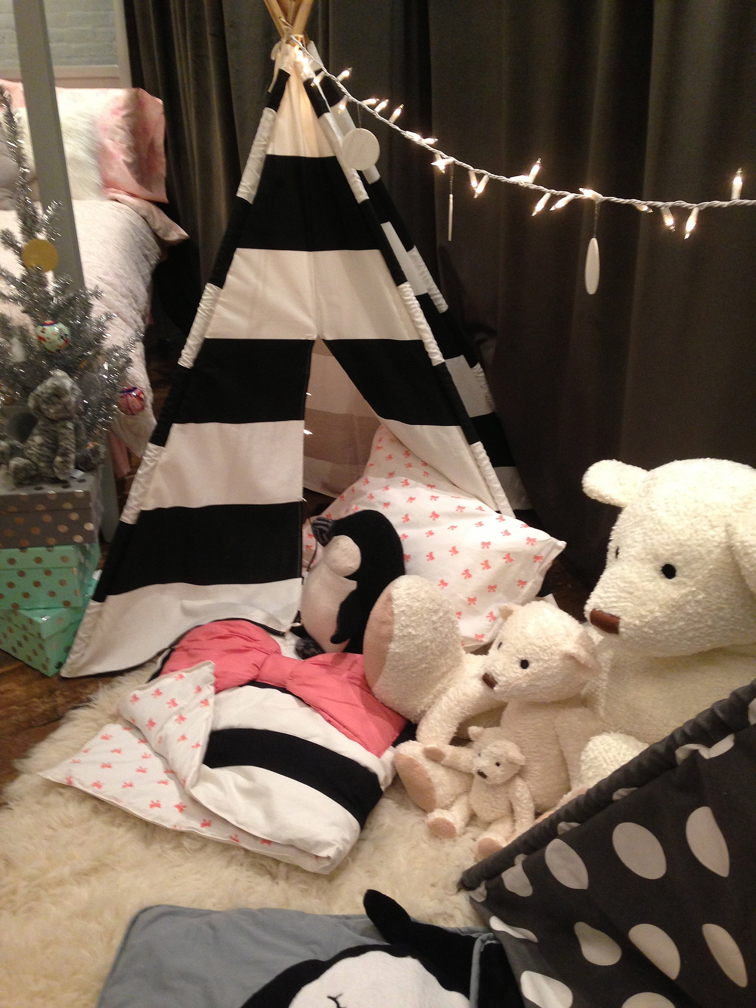 Check out the giant pink bow on that sleeping bag — a little girly girl's dream come true!