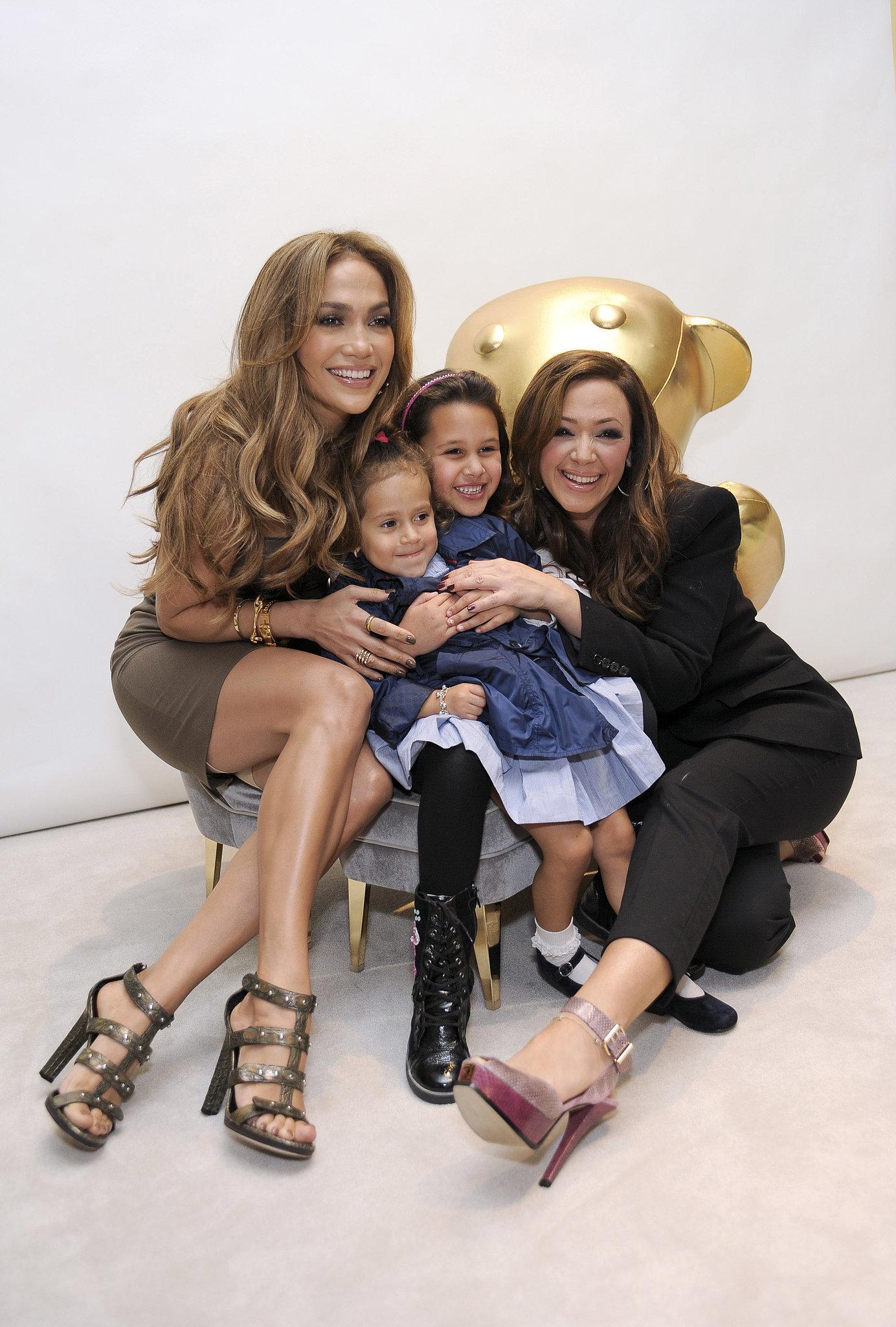 Jennifer Lopez chose her longtime friend Leah Remini as the godmother    Jennifer Lopez Twins Names