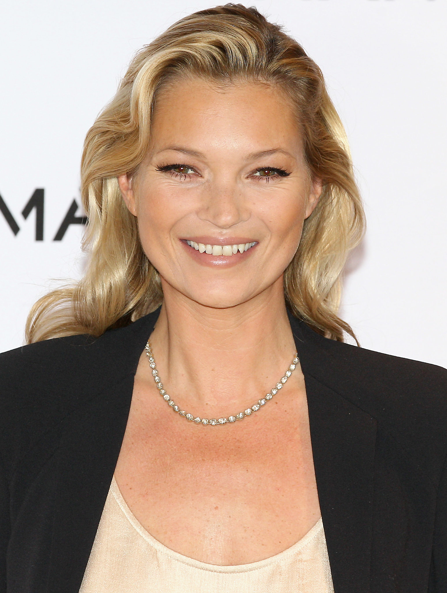 Kate Moss Beauty Spotlight Dimples Freckles Gap Tooth Grins And More Popsugar Beauty