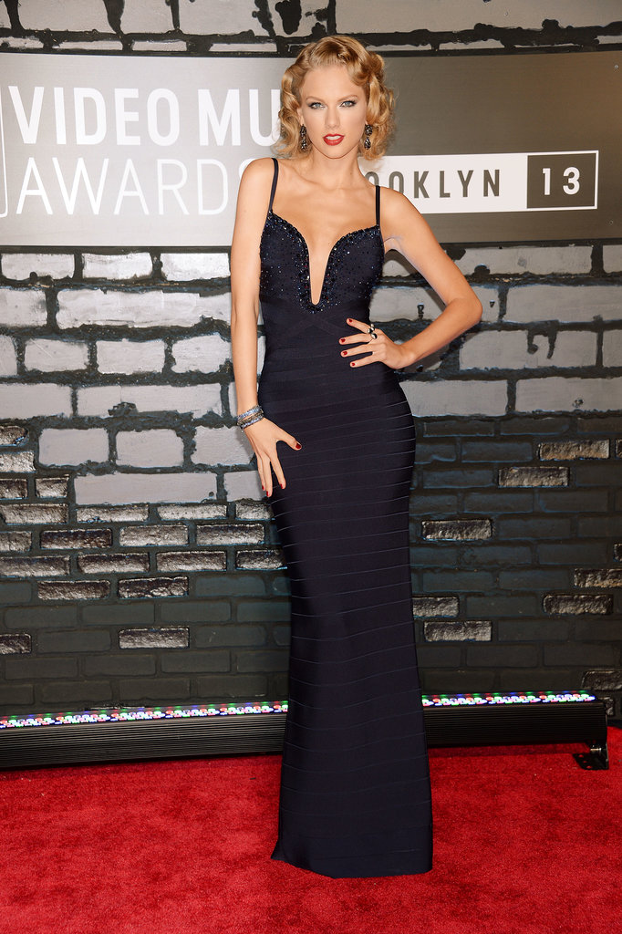 Taylor Swift took the plunge in a navy Hervé Léger by Max Azria gown featuring sequins along the bodice. She finished off her glam look with Lorraine Schwartz black diamond drop earrings and a double-finger bubble ring by the designer.