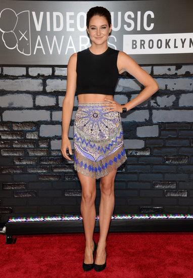 Shailene-Woodley-balanced-colorful-printed-skirt-black-crop