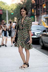 Emily-Weiss-showed-off-flirty-dress-flats