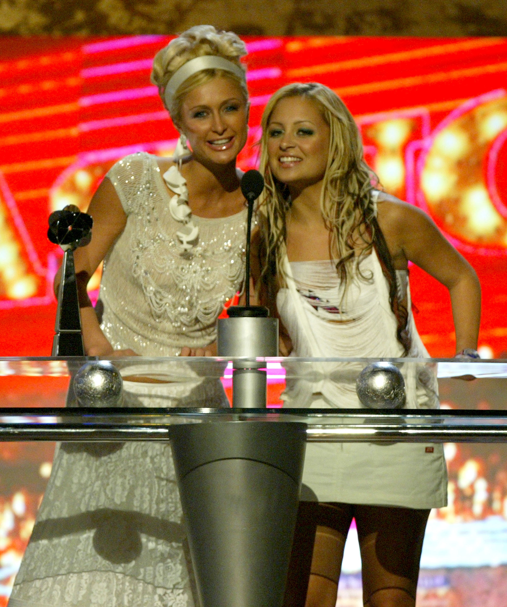 They hit the stage together to present at the Billboard Music Awards in December 2003.