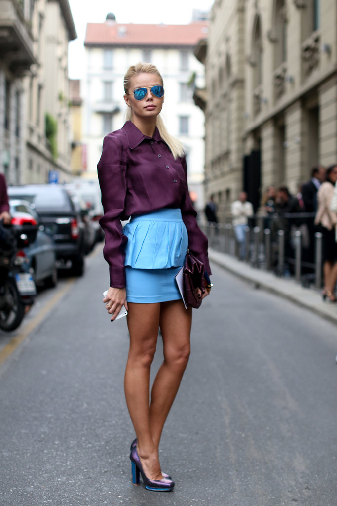 Now, that's style — subtly echoing the blue hue of her skirt with her sunglasses and heels.