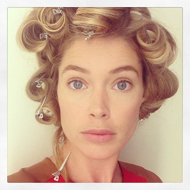 Doutzen kroes passed the time while getting her hair done by snapping