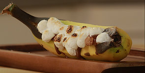 Gloriously Gooey Banana Boat S'mores — No Campfire Needed