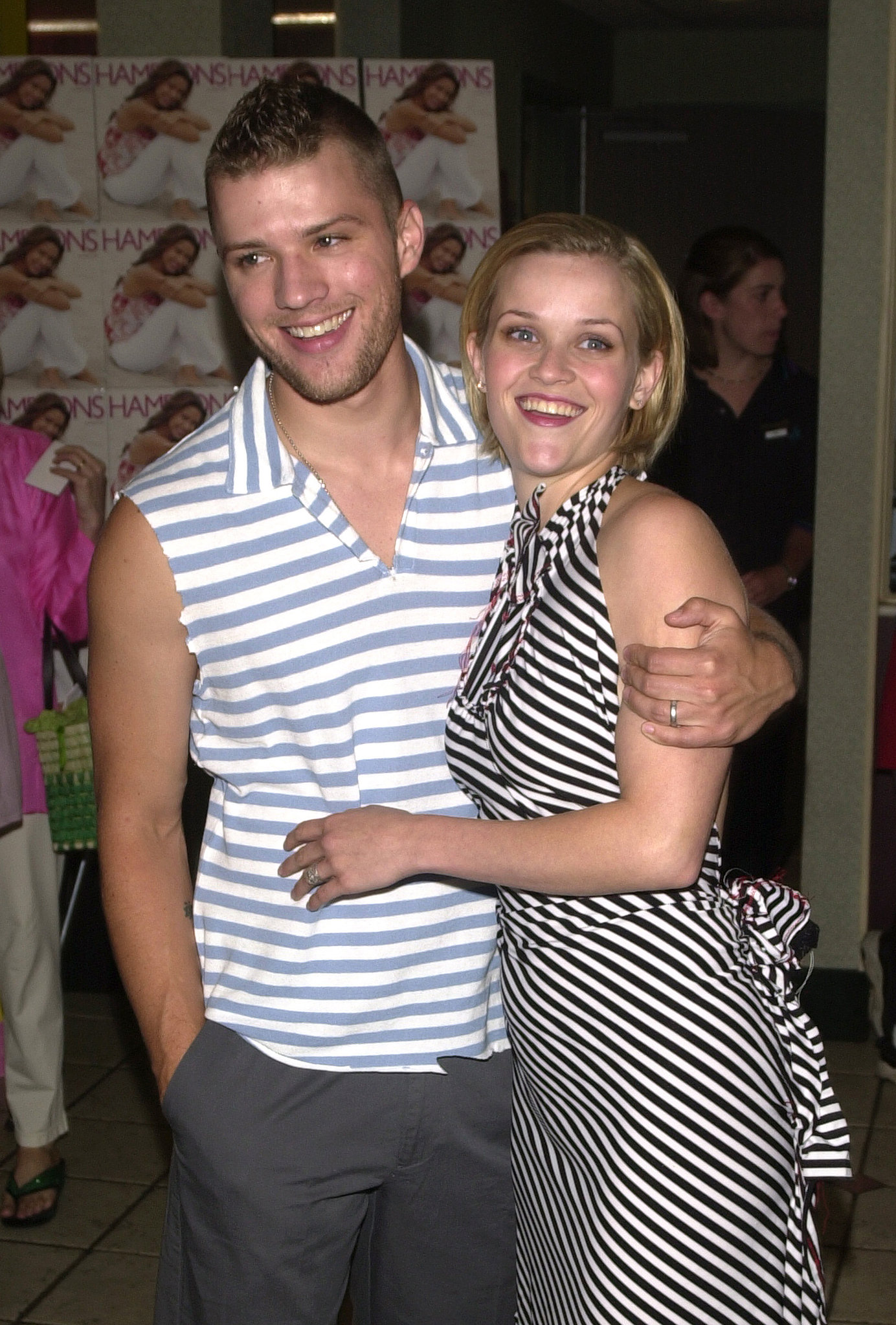 Reese Witherspoon and Ryan Phillippe sported coordinating stripesReese Witherspoon And Ryan Phillippe Kiss